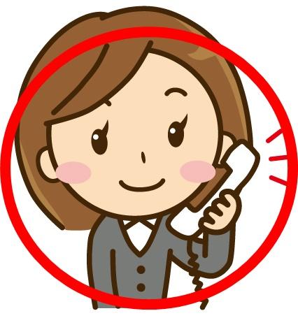 電話で連絡する女性